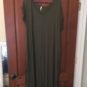 Dresses & Skirts - Army green maxi dress